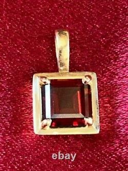 Rare, Retired James Avery Necklace Pendant Garnet set in Gold with bag, card, box